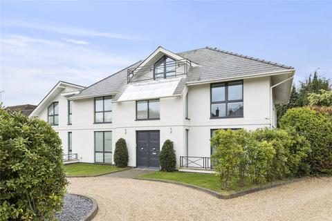 6 bedroom detached house to rent - Esher Place Avenue, Esher, Surrey, KT10