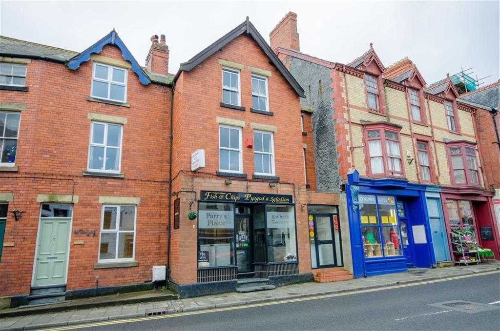 3 Bedrooms Terraced House for sale in The Square, Corwen