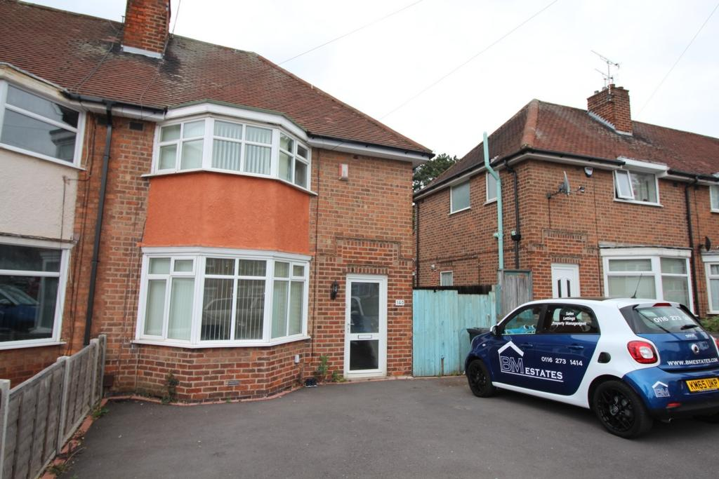 3 Bedrooms Semi Detached House for sale in Wicklow Drive, Leicester, LE5