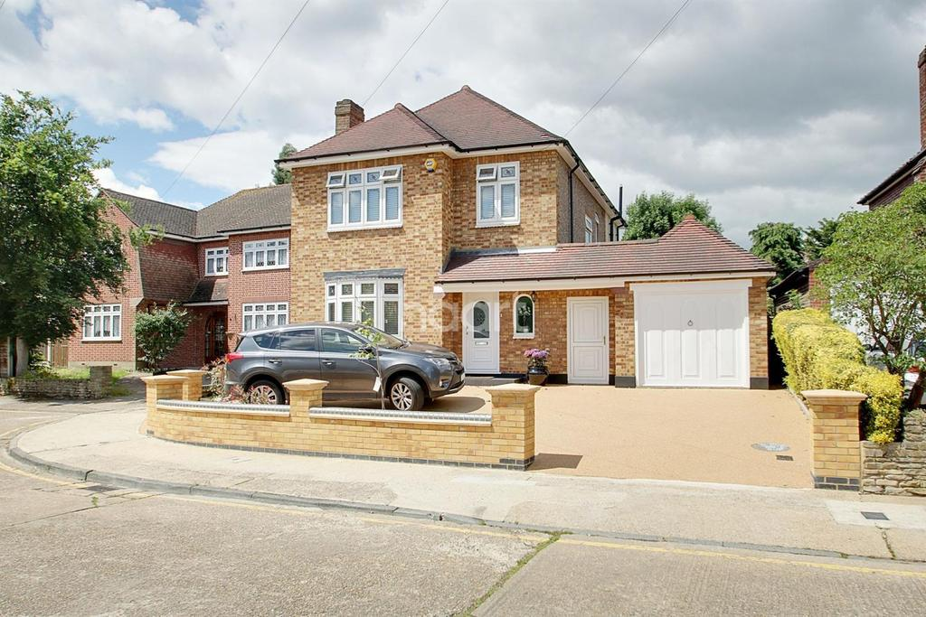 4 Bedrooms Detached House for sale in Manor Crescent