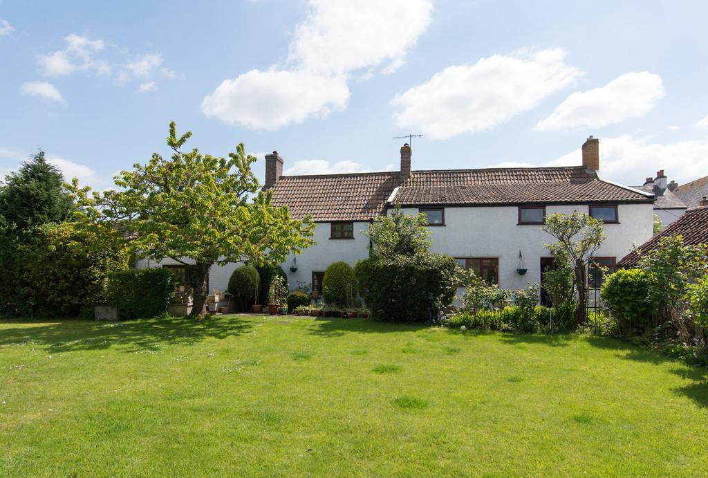 6 Bedrooms Detached House for sale in Character property in Hutton village