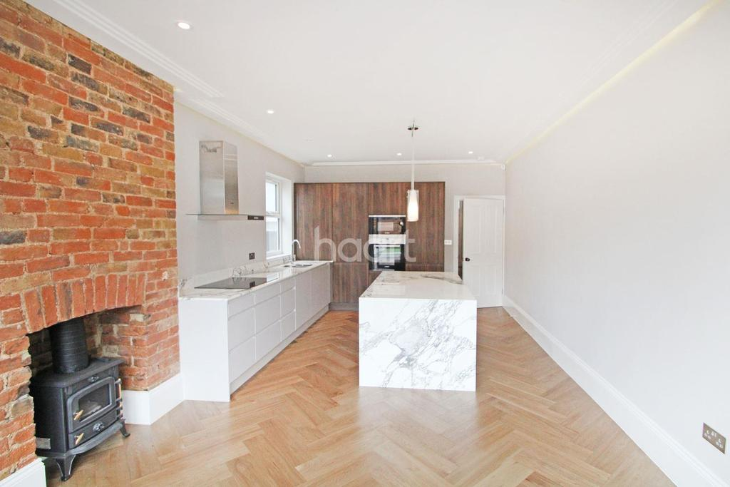4 Bedrooms Terraced House for sale in Colworth Road, Upper Leytonstone