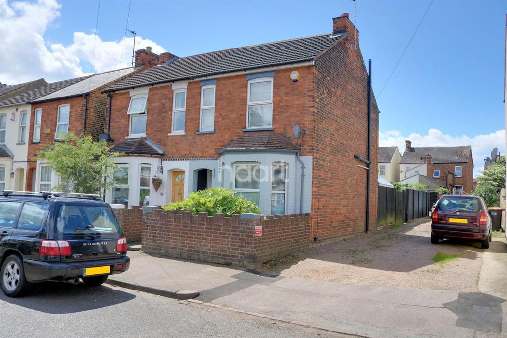 3 Bedrooms Semi Detached House for sale in Bedford Kempston Borders