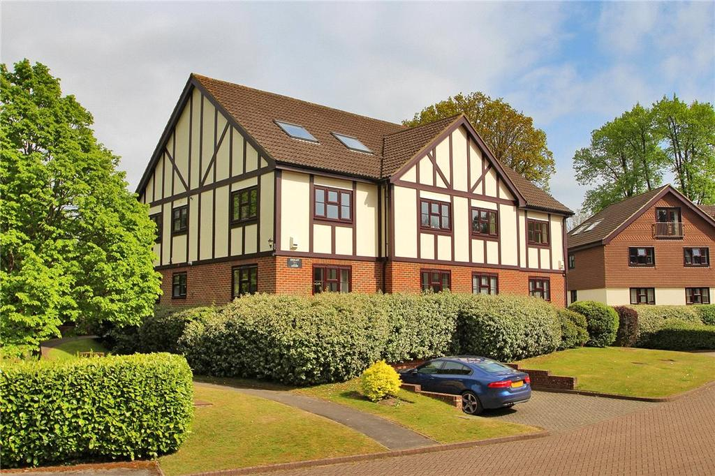 2 Bedrooms Flat for sale in Henley Court, White Lodge Close, Sevenoaks, Kent, TN13