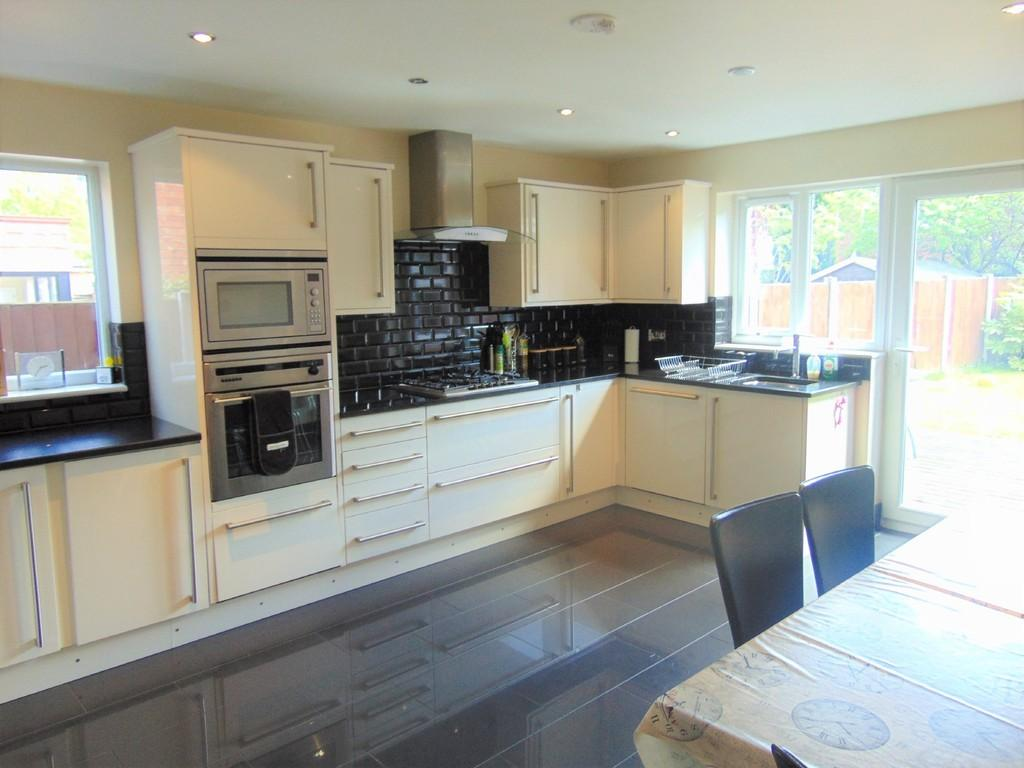 5 Bedrooms Detached House for sale in Spital Road , Spital