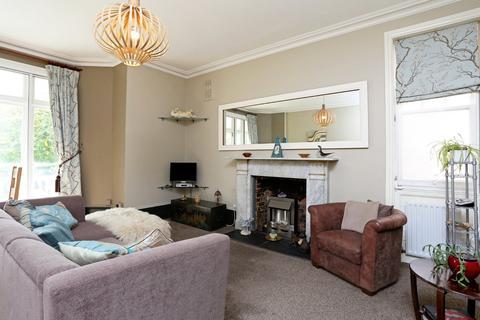 1 bedroom ground floor flat to rent - Knoll Road, Dorking