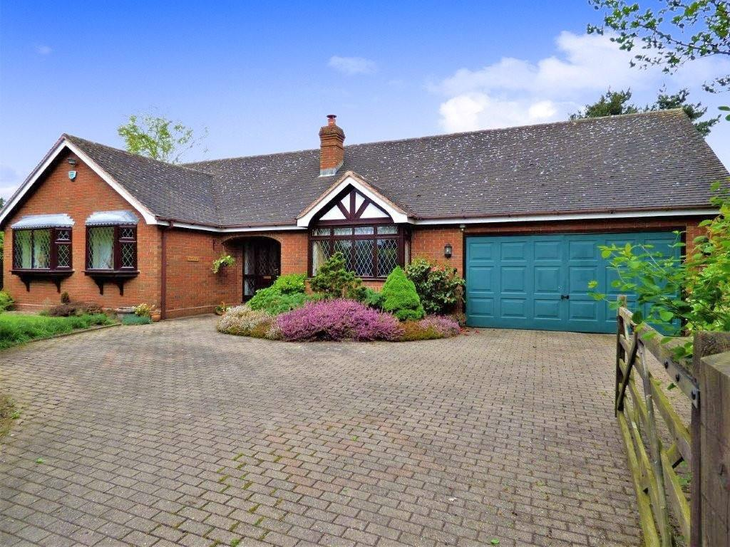3 Bedrooms Detached Bungalow for sale in The Moor, Fradley, Nr Lichfield