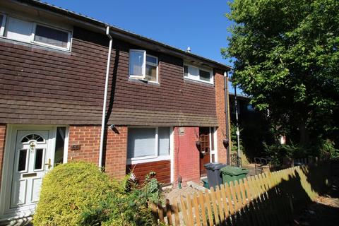 4 bedroom semi-detached house to rent - Clover Road, Guildford
