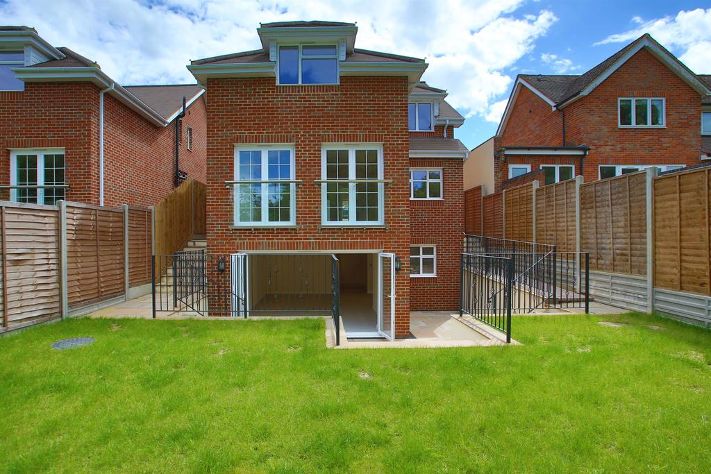 4 Bedrooms Detached House for sale in Townsend Lane , Harpenden, Hertfordshire, AL5 2QS