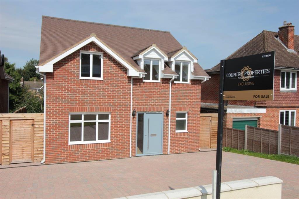 4 Bedrooms Detached House for sale in Townsend Lane , Harpenden, Hertfordshire, AL5 2QS