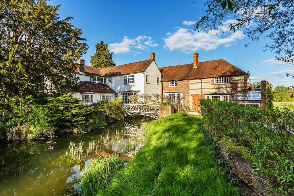7 Bedrooms Detached House for sale in Alton Road, Farnham