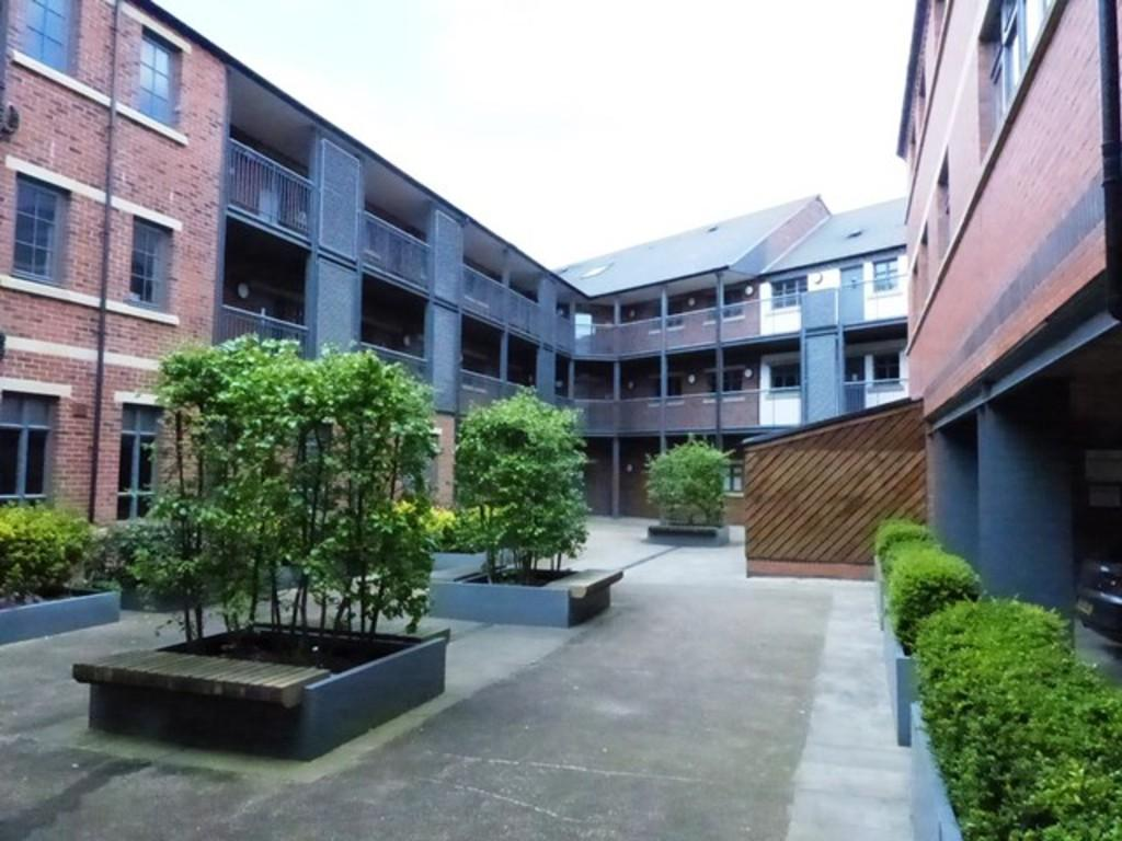 2 Bedrooms Apartment Flat for sale in Lion Court