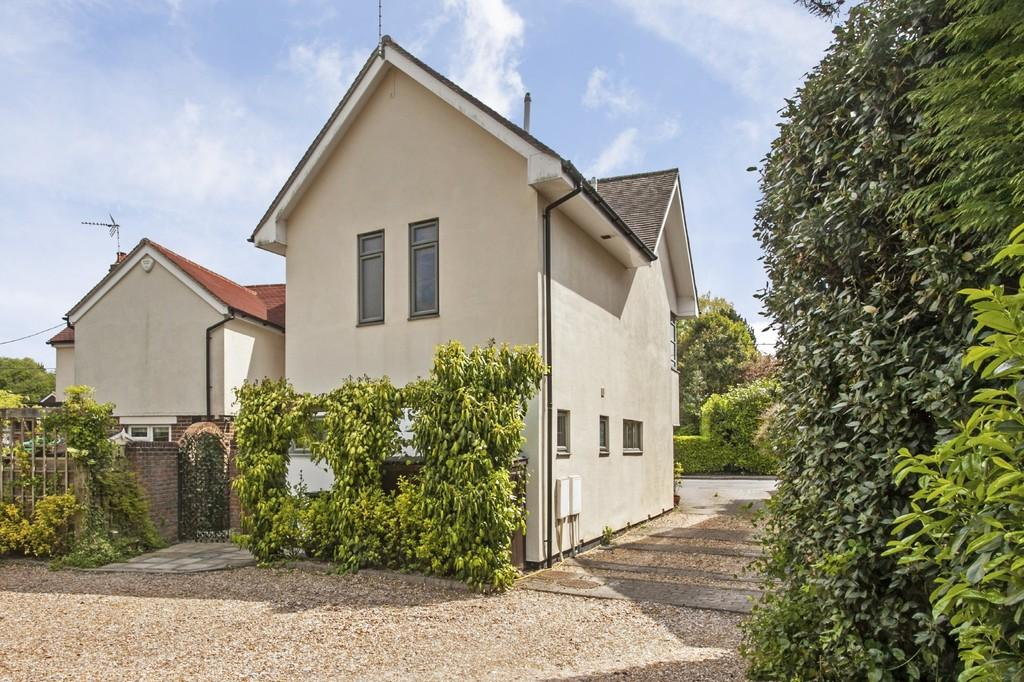 2 Bedrooms Semi Detached House for sale in North Drive, Littleton, Winchester, SO22