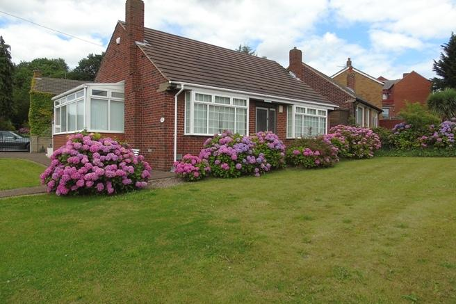 2 Bedrooms Bungalow for sale in 24 Carlton Road, Barnsley, S71 1UF