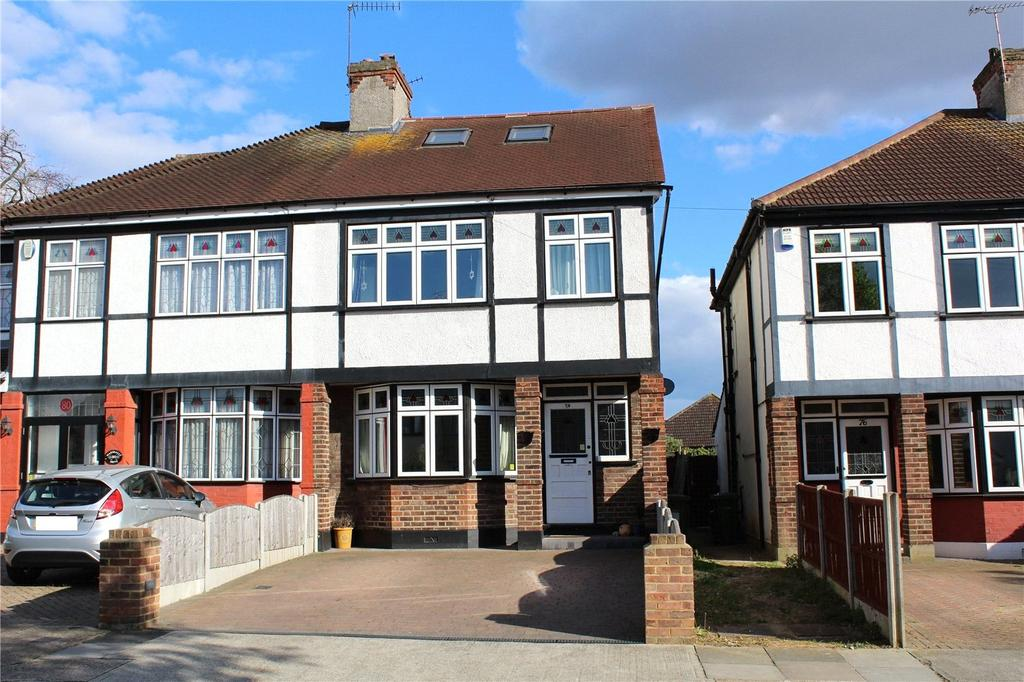 4 Bedrooms Semi Detached House for sale in Marshalls Drive, Romford, RM1