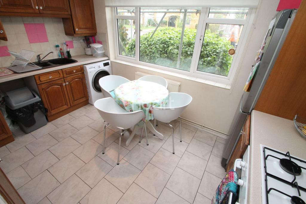 2 Bedrooms Flat for sale in Worcester Drive, Rayleigh
