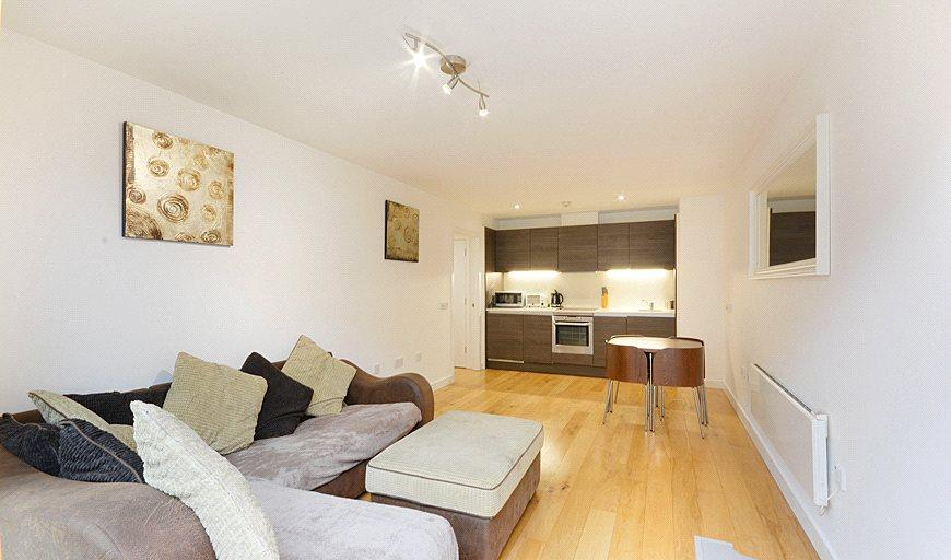2 Bedrooms Flat for sale in Crampton Street, London, SE17