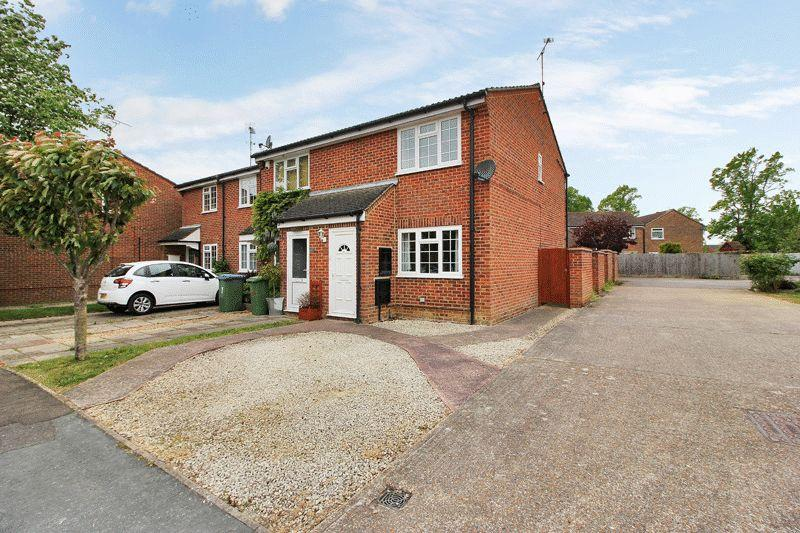 2 Bedrooms End Of Terrace House for sale in Wakehurst Mews, Horsham