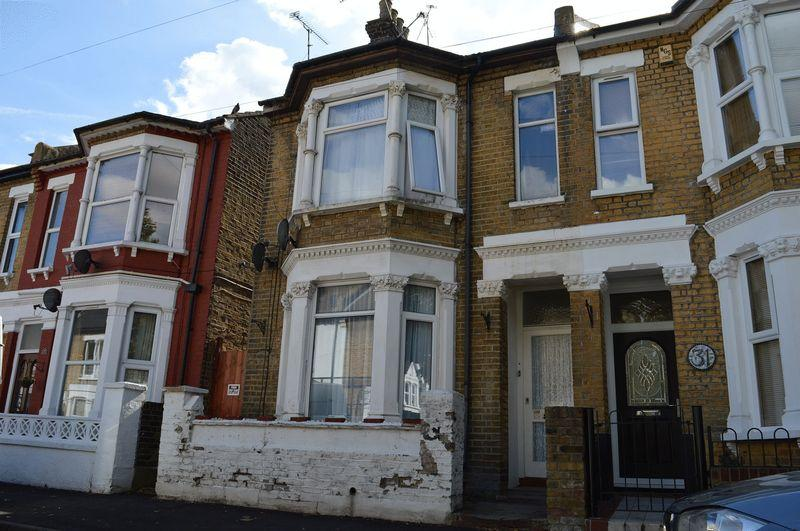 2 Bedrooms Ground Flat for sale in Napier Avenue, Southend-On-Sea