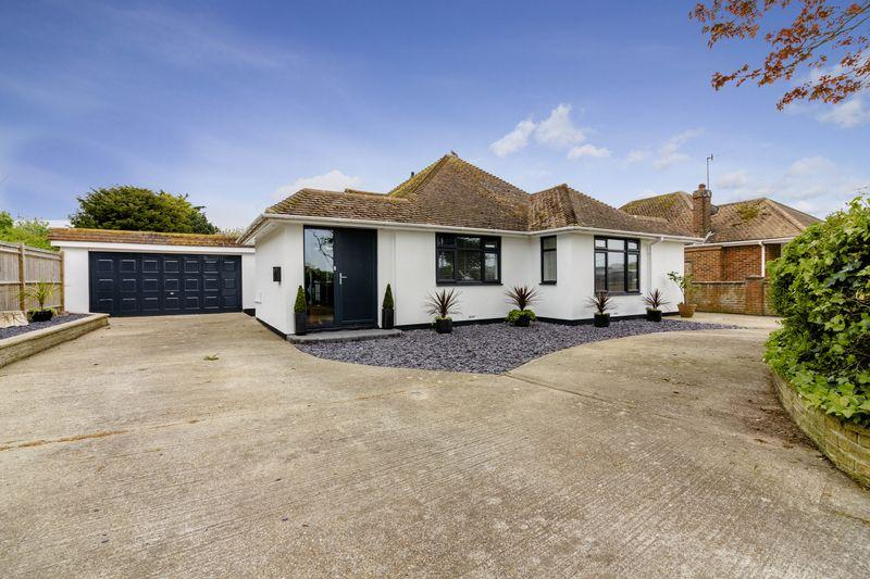 3 Bedrooms Bungalow for sale in Wellesley Avenue, Goring-by-Sea