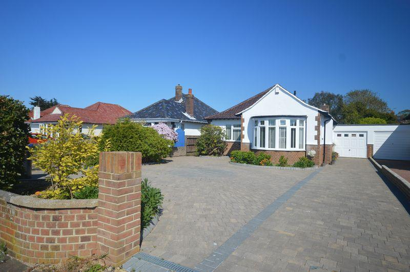 3 Bedrooms Bungalow for sale in Compton Avenue, Goring-by-sea
