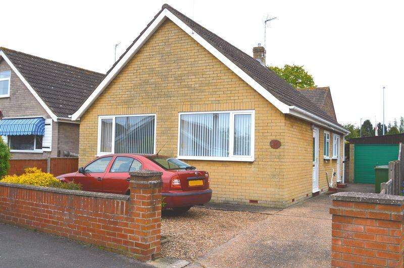 2 Bedrooms Detached Bungalow for sale in Meadowlake Crescent, Lincoln