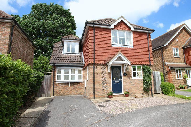 3 Bedrooms Detached House for sale in Brookhurst Field, Rudgwick