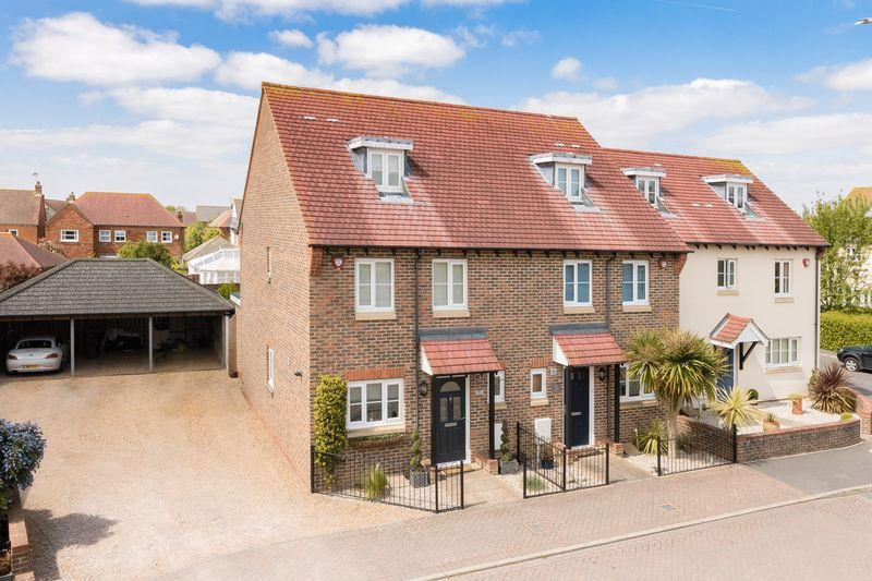 4 Bedrooms Semi Detached House for sale in Angmering