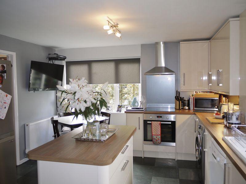 4 Bedrooms Semi Detached House for sale in 42 Castlegarth, Sedbergh, LA10 5AN