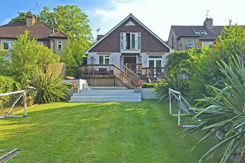 4 Bedrooms Detached House for sale in Oaks Road, Kenley
