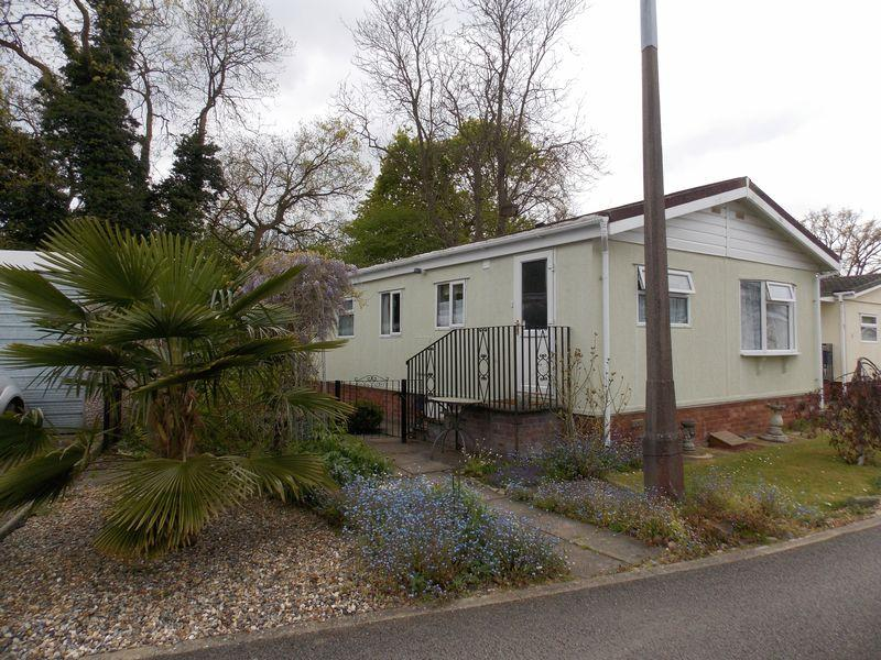 2 Bedrooms Park Home Mobile Home for sale in Shepherds Grove Park, Stanton