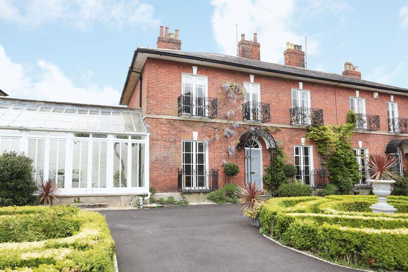 4 Bedrooms Semi Detached House for sale in Devizes, Wiltshire, SN10 1NZ