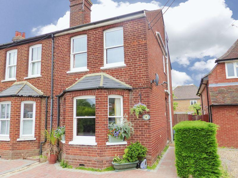 4 Bedrooms Semi Detached House for sale in Much improved Victorian semi. Marlow