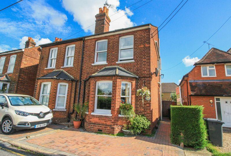 4 Bedrooms Semi Detached House for sale in Newtown Road, Marlow