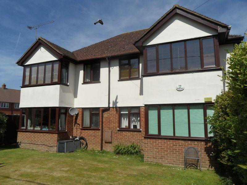 2 Bedrooms Flat for sale in STOKENCHURCH - EXTENDED LEASE. two bed, 1st floor apartment. No onward chain.
