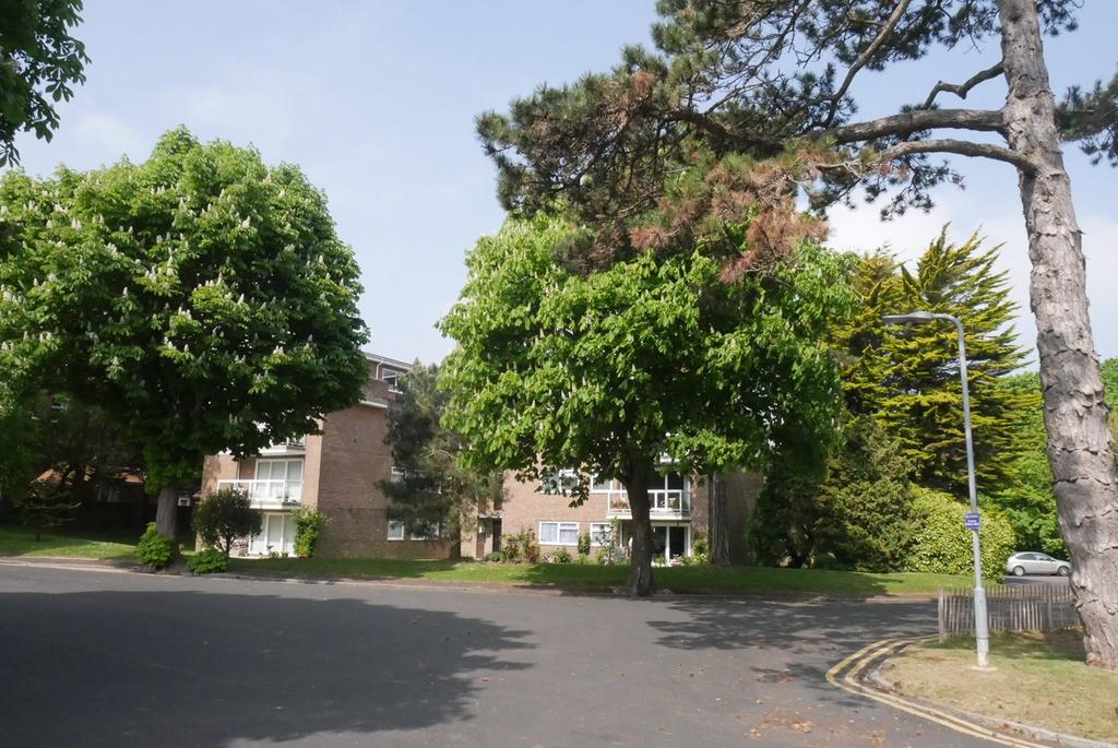 3 Bedrooms Apartment Flat for sale in 2 Park Avenue, Eastbourne, BN22