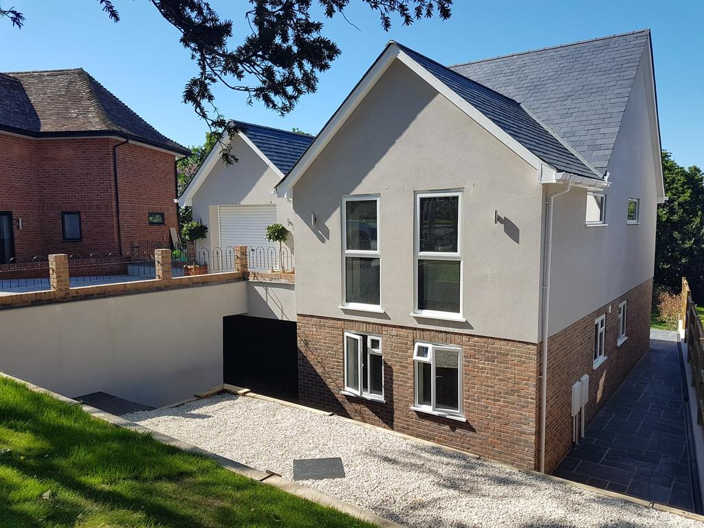 5 Bedrooms Detached House for sale in Wealden Way, Little Common, Bexhill-on-Sea, TN39