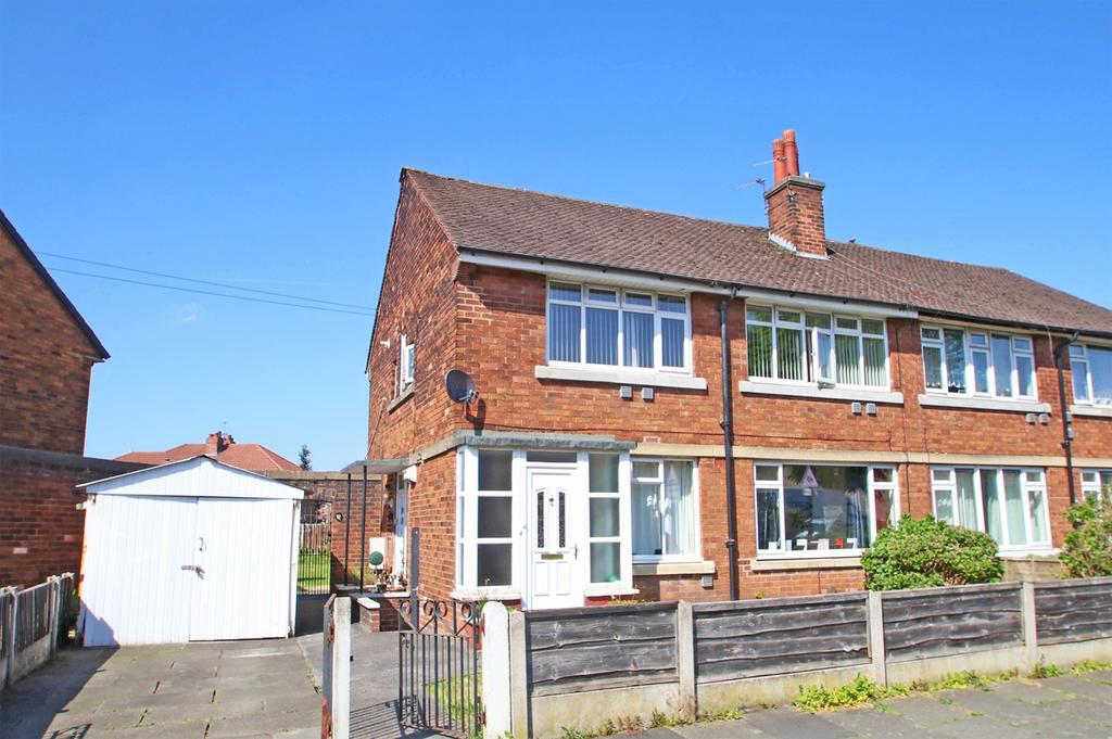 2 Bedrooms Apartment Flat for sale in Winchester Road, Urmston, Manchester, M41