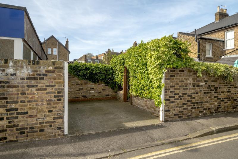 Kew Foot Road Richmond Tw9 2 Bed Semi Detached House 163