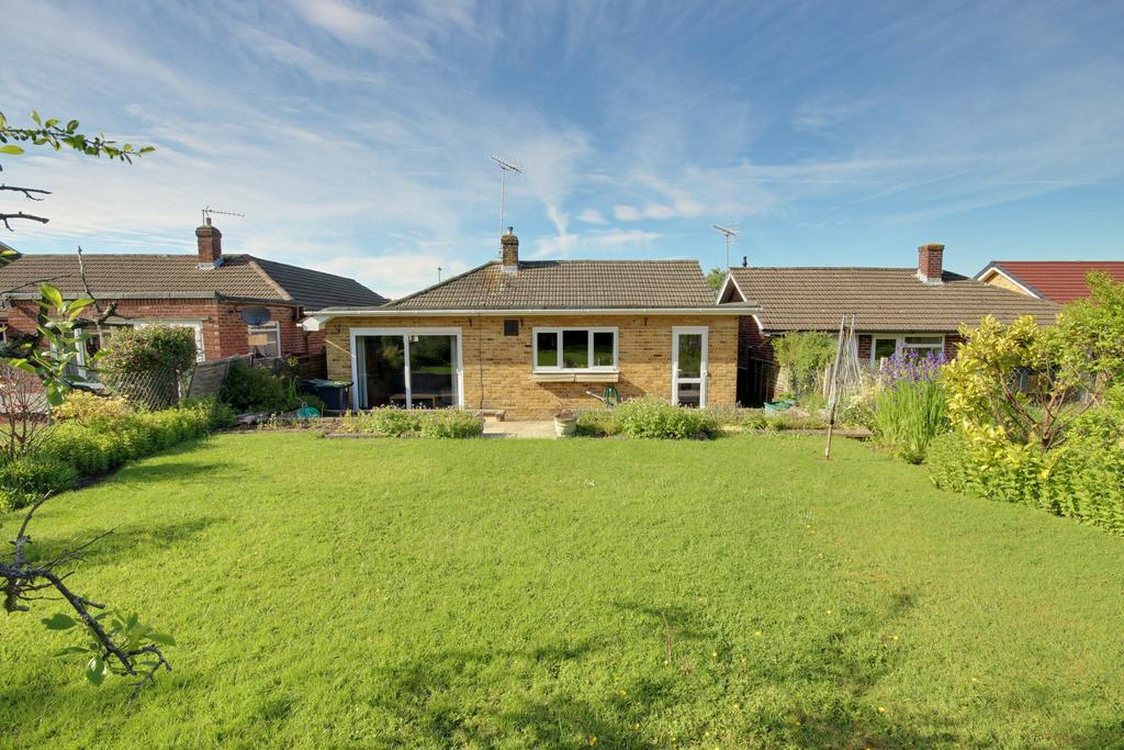 2 Bedrooms Detached Bungalow for sale in COWPLAIN