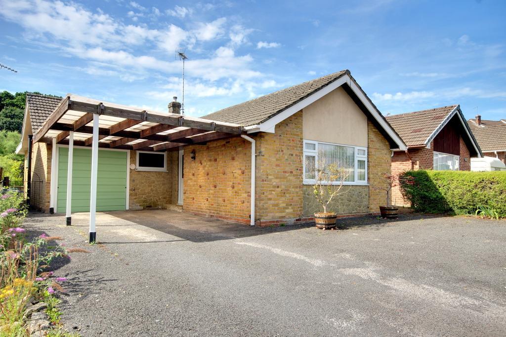 2 Bedrooms Detached Bungalow for sale in COWPLAIN