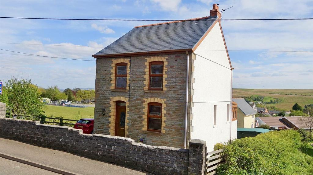 2 Bedrooms Detached House for sale in Mountain Road, Upper Brynamman, Ammanford