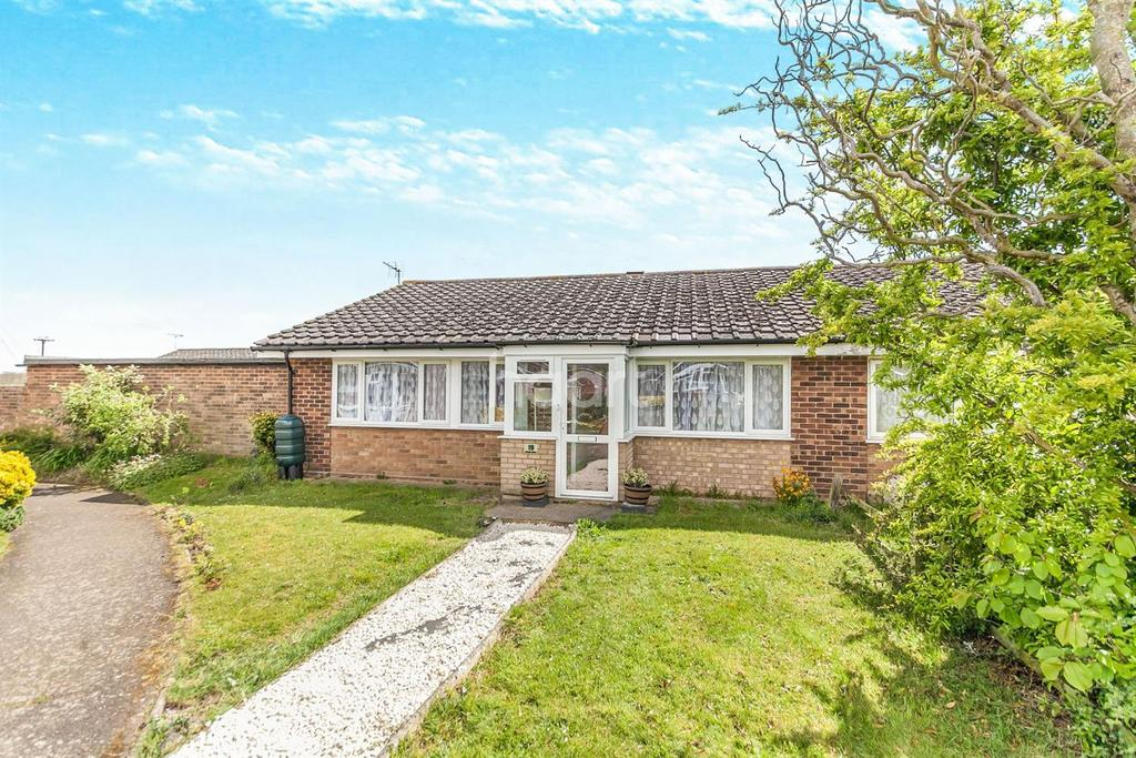 3 Bedrooms Bungalow for sale in Broom Knoll, East End, East Bergholt