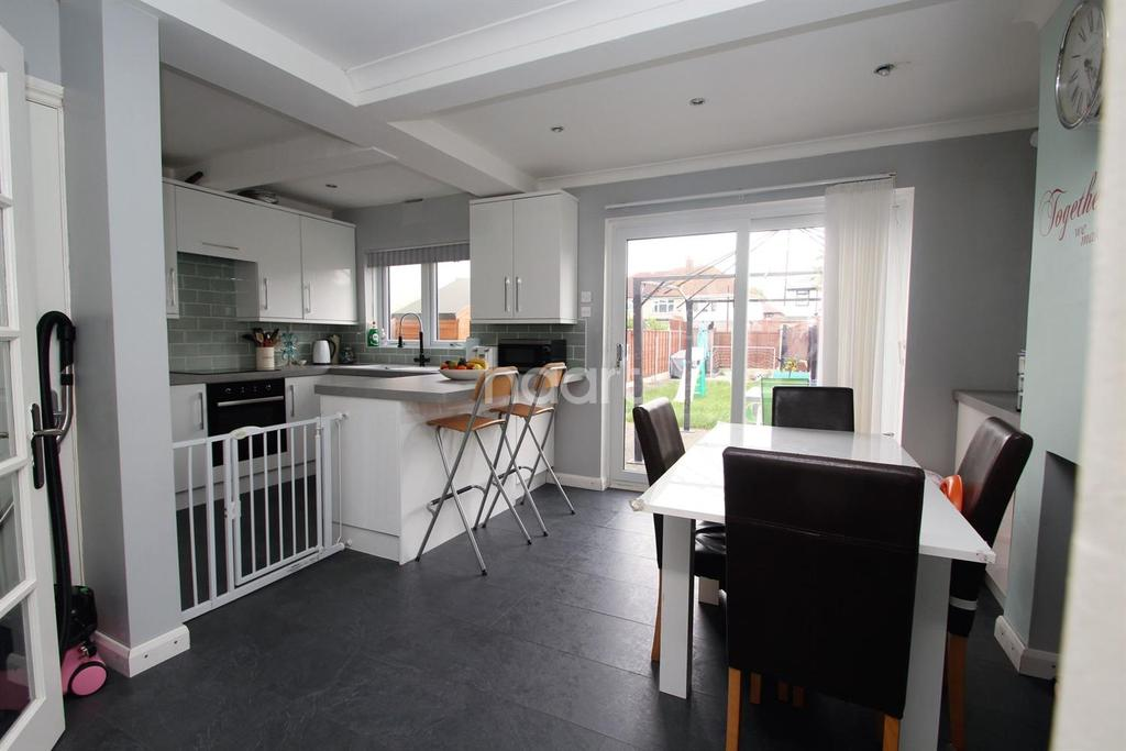 3 Bedrooms Terraced House for sale in Carnforth Gardens, Hornchurch