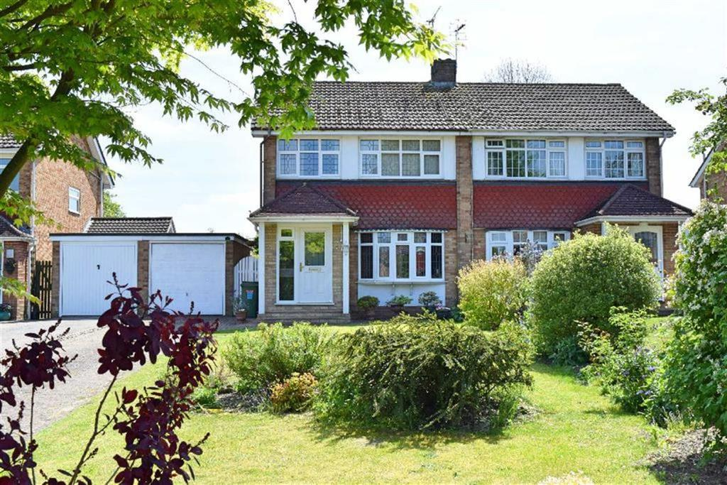 3 Bedrooms Semi Detached House for sale in Willow Park, Otford, TN14