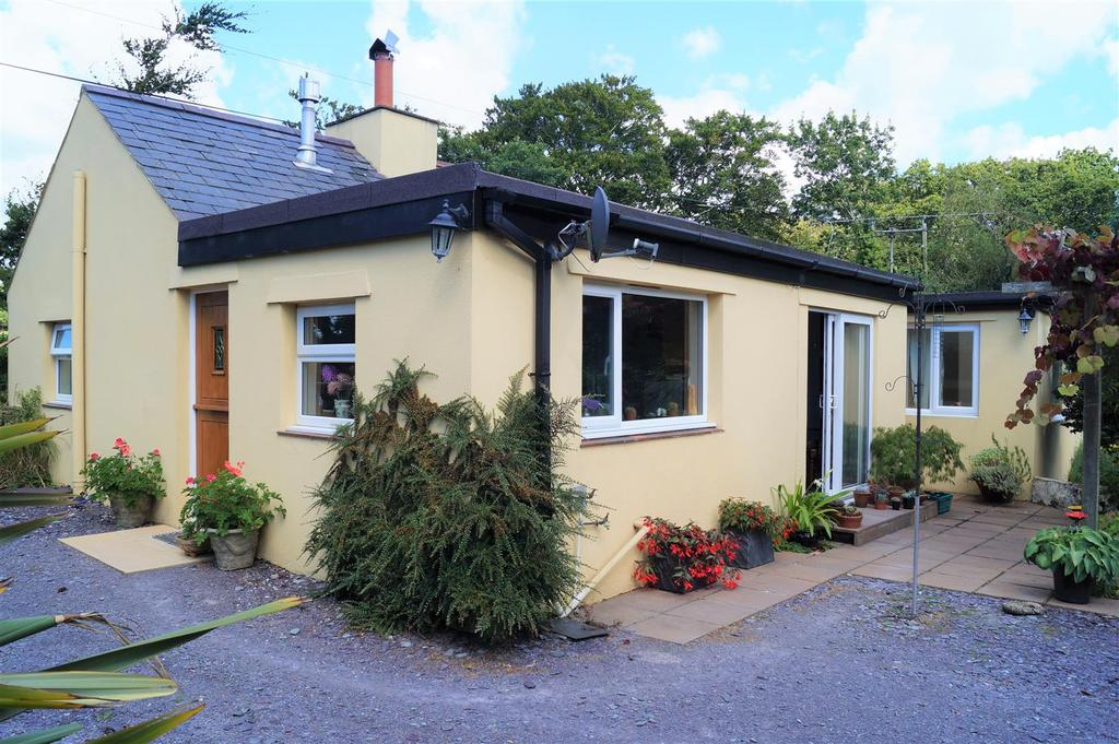 2 Bedrooms Cottage House for sale in Y Ffor, Pwllheli