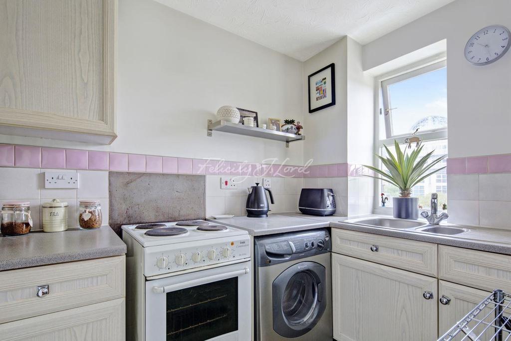 1 Bedroom Flat for sale in Plough Way, SE16
