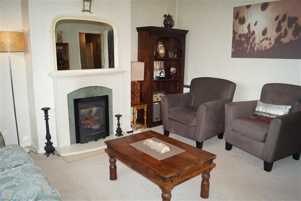 3 Bedrooms Flat for sale in Warstones Gardens, Penn, Wolverhampton