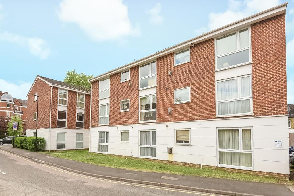2 Bedrooms Flat for sale in Ravensmede Way, Chiswick