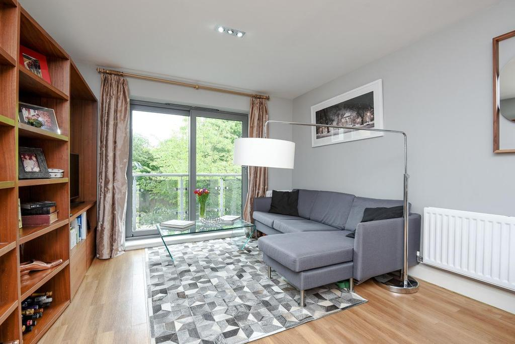 2 Bedrooms Flat for sale in Fleming House, St. Georges Grove, Earlsfield, SW17